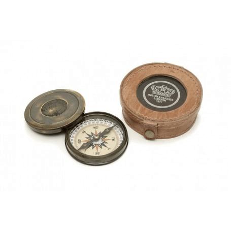 Kompass mit Deckel in Ledertasche von Artesania