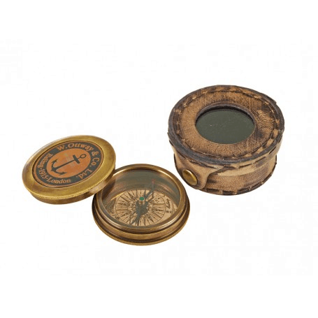 Kompass mit Deckel in Ledertasche von Aretsania